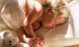 Δώδεκα πράγματα που σκέφτονται τα μικρά παιδιά πριν κοιμηθούν