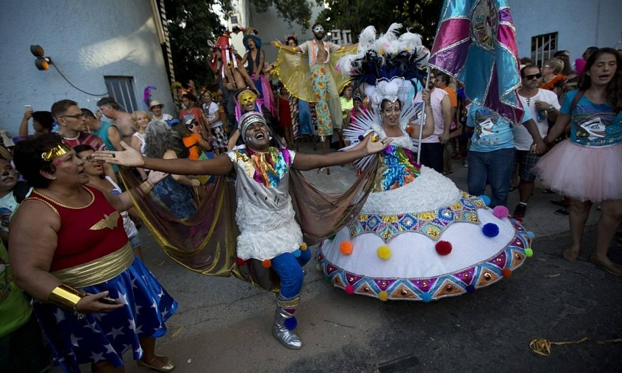 Βραζιλία: Το καρναβάλι ξεκινά παρά την οικονομική κρίση και τις ανησυχίες για την ασφάλεια (pics)