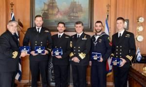 Βράβευση πληρώματος ελικοπτέρου του Πολεμικού Ναυτικού για τη διάσωση πληρώματος φορτηγού πλοίου