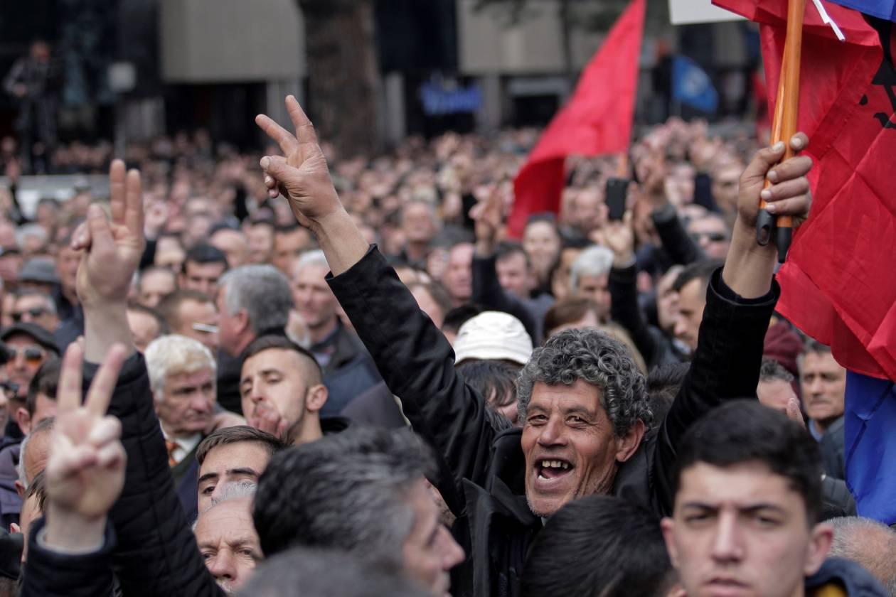 Χάος στην Αλβανία: Η αντιπολίτευση καλεί σε «πολιτική ανυπακοή»