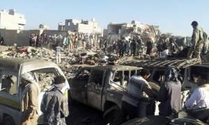 Υεμένη: 48 νεκροί σε επίθεση βομβιστή-καμικάζι και μάχες