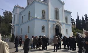 Πλήθος κόσμου αποχαιρέτησε τον Νίκο Κούνδουρο (pics&vids)
