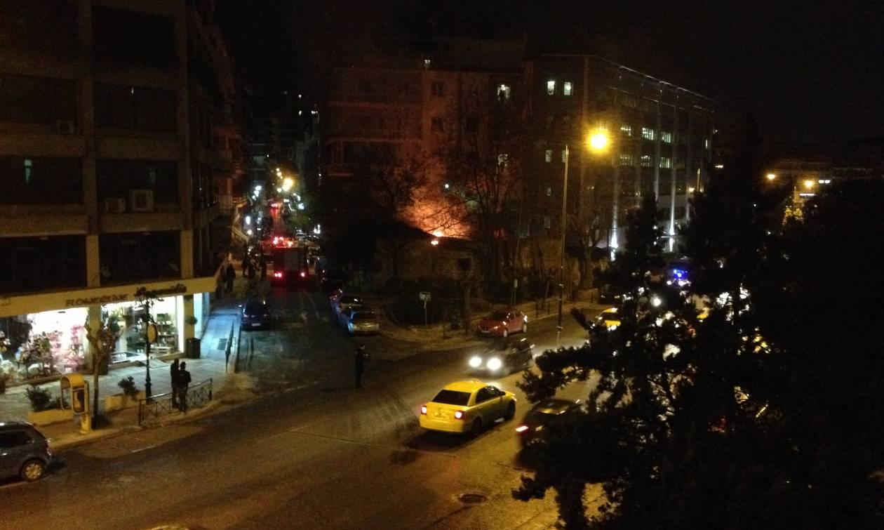 Φωτιά επί της Μιχαλακοπούλου δίπλα στον ΔΟΛ