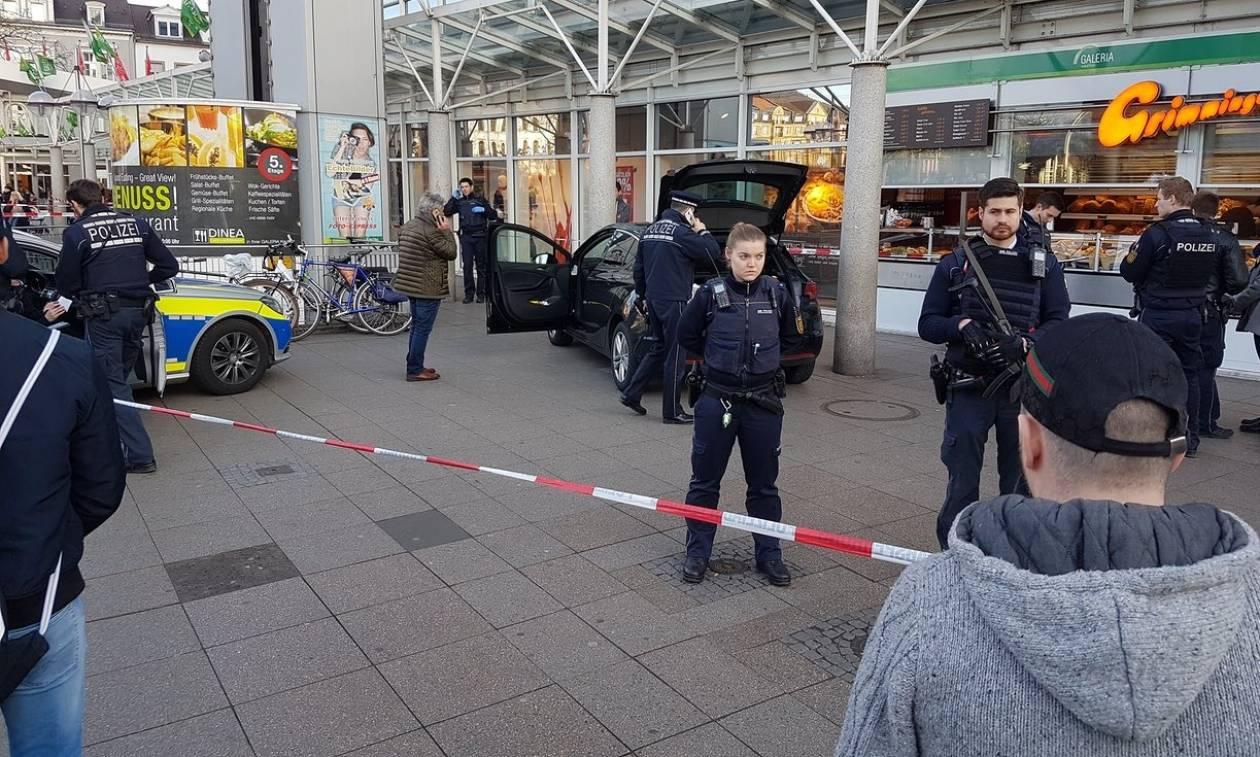 Η στιγμή που οι αστυνομικοί πυροβολούν το δράστη της φονικής επίθεσης στη Χαϊδελβέργη (vid+pics)