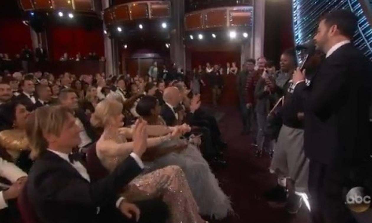 Όσκαρ 2017: Έβαλαν τουρίστες στην απονομή και έκλεισαν κουμπαριά με τον Denzel Washington!
