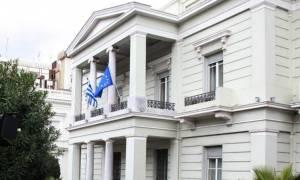 Καταδικάζει το ΥΠΕΞ την επίθεση στο Γαλλικό Ινστιτούτο: Ανεγκέφαλη, εγκληματική ενέργεια