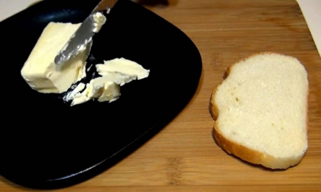 Το τέλειο τρικ για να απλώνετε... υποδειγματικά το βούτυρο στο ψωμί σας (Video)