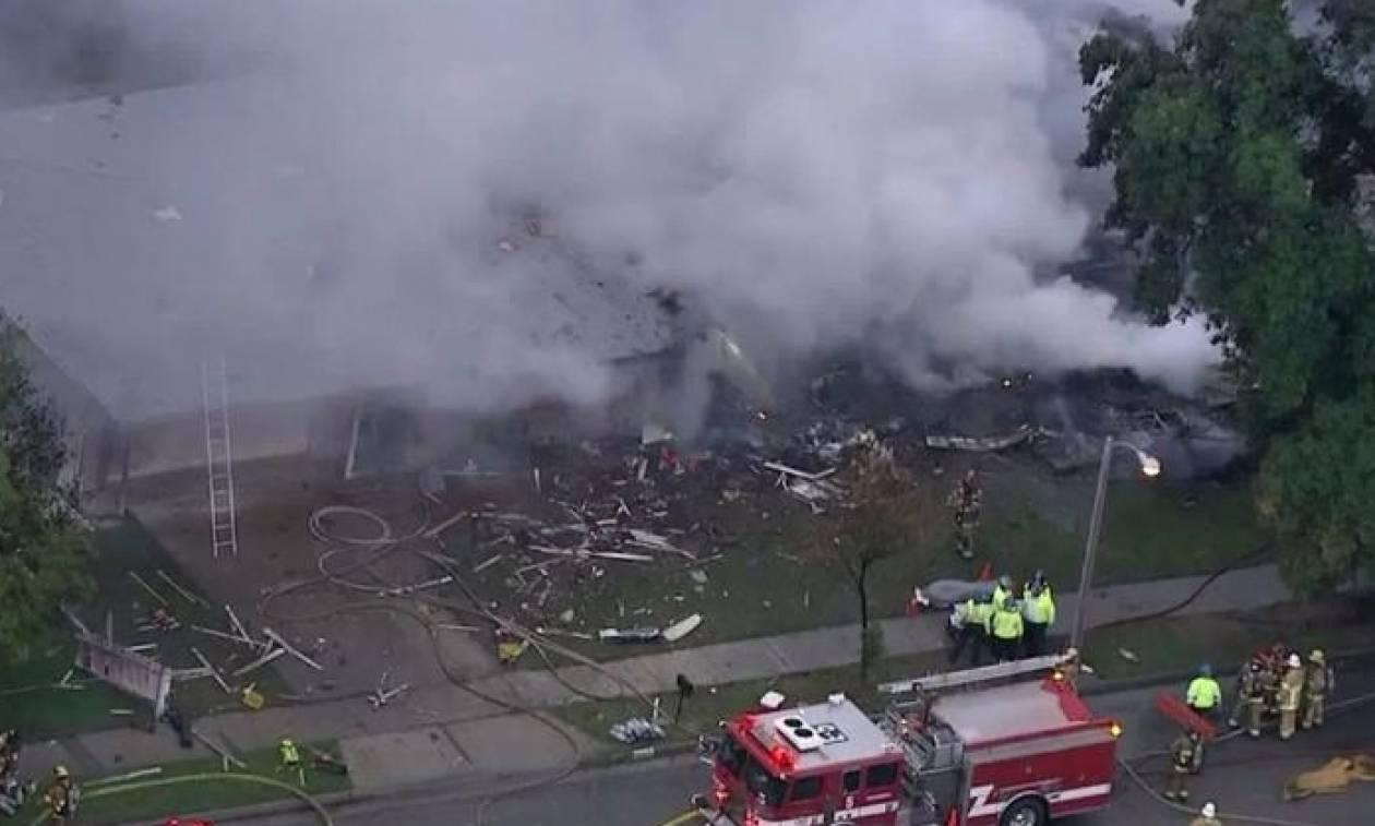 ΣΟΚ στην Καλιφόρνια: Αεροπλάνο έπεσε πάνω σε σπίτια - Τουλάχιστον τέσσερις νεκροί