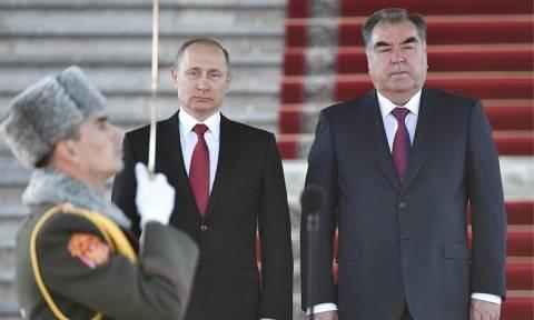 Путин: возможности военной базы РФ будут задействованы для защиты границы с Афганистаном