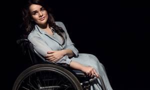 Αλεξάντρα Κούτας: Το μοντέλο σε αναπηρικό καρότσι που σπάει τα ταμπού (pics+vid)