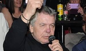 Στην εντατική ο τραγουδιστής Γιάννης Πουλόπουλος
