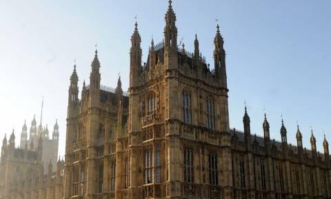 В британском парламенте призвали МИД начать диалог с Россией