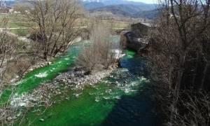 Μυστήριο με το ποτάμι που έγινε... πράσινο! (pics+vid)