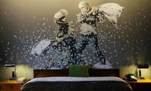 O ανατρεπτικός Banksy «ξαναχτύπησε» και στέλνει καυστικό μήνυμα από τη Βηθλεέμ