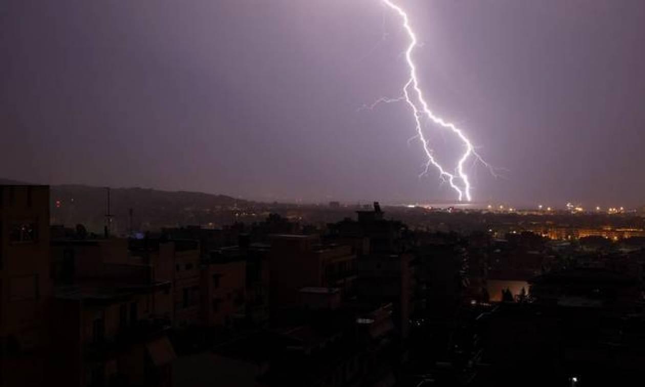 Καιρός: H «Γαλάτεια» φέρνει ραγδαία επιδείνωση με βροχές, καταιγίδες και θυελλώδεις ανέμους (pics)