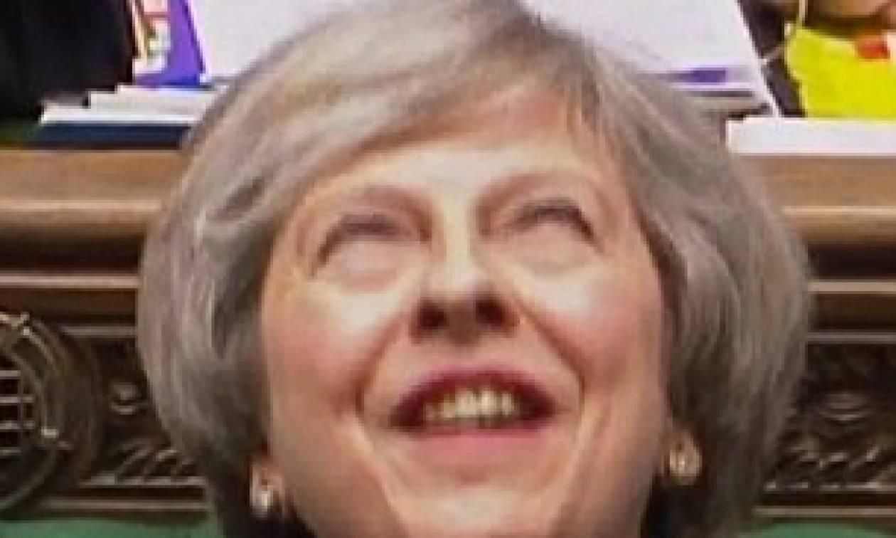 Βρετανία: Το «σατανικό» γέλιο της Μέι που «έριξε» το διαδίκτυο (vid)