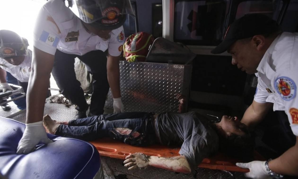 Τραγωδία σε κολαστήριο «φιλοξενίας» παιδιών: Τουλάχιστον 22 κορίτσια νεκρά από πυρκαγιά (Vids)