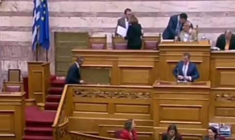 Βουλή: Ο αστείος διάλογος Γεωργιάδη-Κακλαμάνη με ανοιχτό το… μικρόφωνο! (vid)