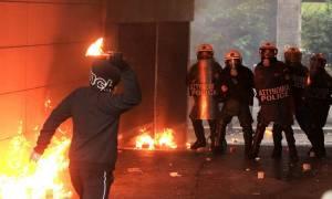 Πεδίο μάχης τα Εξάρχεια: Μολότοφ και προσαγωγές τα ξημερώματα