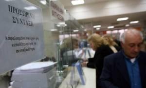 «Αλαλούμ» με τις συντάξεις: Έως και τρία χρόνια η αναμονή για τους νέους συνταξιούχους