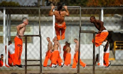Οι 5 ασκήσεις που κάνουν οι φυλακισμένοι για να «ντοπάρουν» τα κορμιά τους! (pics)