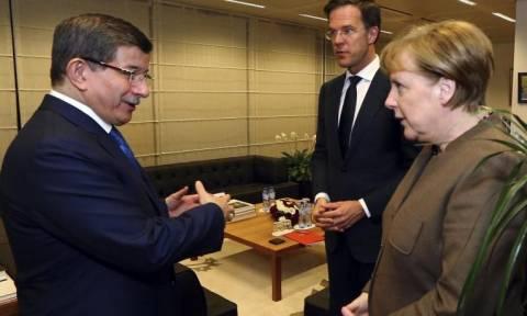 Die Welt: Η μυστική συμφωνία Ερντογάν, Μέρκελ και Ρούτε για το προσφυγικό