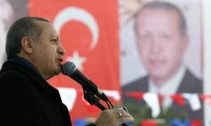 Με αναθεώρηση της συμφωνίας για το προσφυγικό απειλεί η Τουρκία την ΕΕ