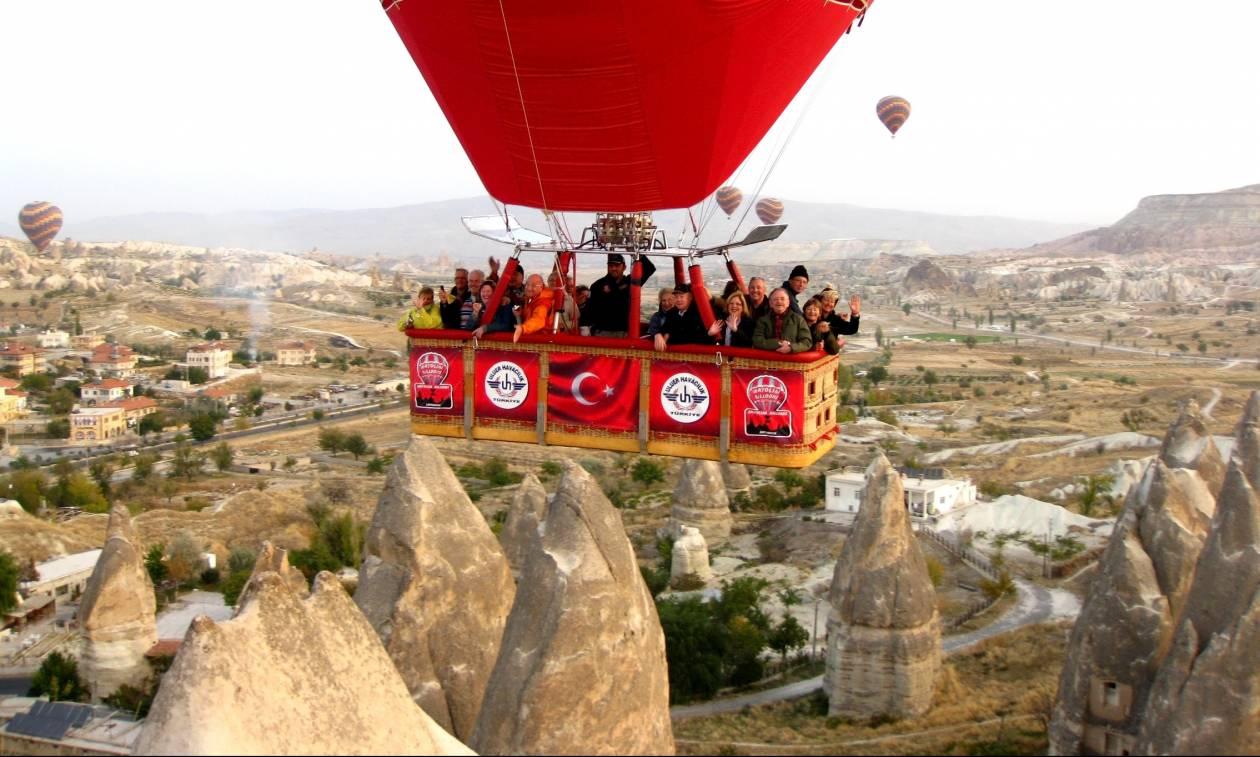 Πτώση τουριστικών αερόστατων στην Τουρκία με δεκάδες τραυματίες (Vid+Pics)