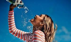 Ποιες είναι οι δύο ώρες της ημέρας που δεν πρέπει να πίνεις νερό;