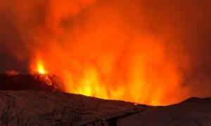 Ιταλία: Δέκα άτομα τραυματίστηκαν από έκρηξη στο ηφαίστειο της Αίτνας (vid)