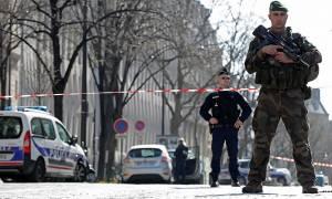 Νέος συναγερμός στο Παρίσι – Πυροβόλησαν αστυνομικό