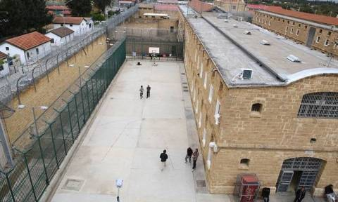 Βαρυποινίτης εκβίαζε δεσμοφύλακα με ΡΟΖ βίντεο για να μεταφέρει ναρκωτικά στις φυλακές!