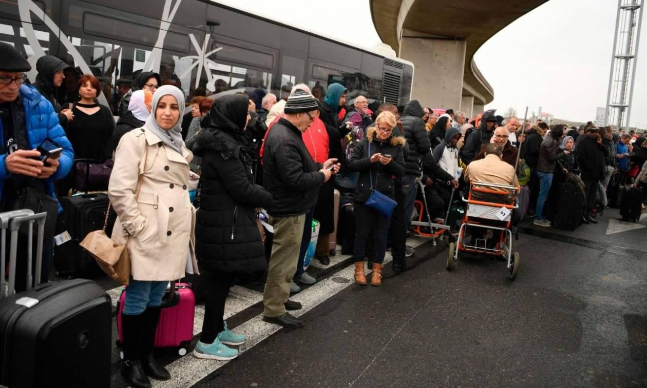 Επίθεση Γαλλία: Αποκαταστάθηκε η κίνηση των επιβατών στο αεροδρόμιο Ορλί
