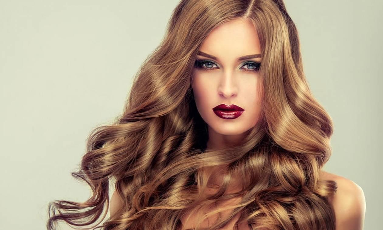 Τι δείχνουν για την υγεία μας τα σημάδια σε μαλλιά, μάτια και χείλη