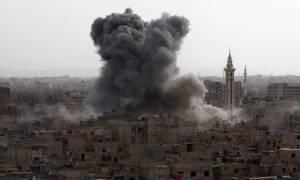 Συμβαίνει τώρα! Δείτε LIVE βομβαρδισμούς από τη Συρία