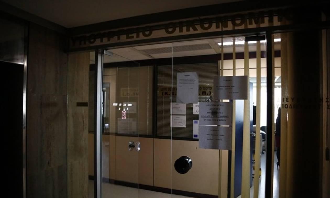 Σκάνδαλο τεραστίων διαστάσεων: Δεν υπογράφουν τη διασύνδεση των ταμειακών μηχανών με το Taxisnet