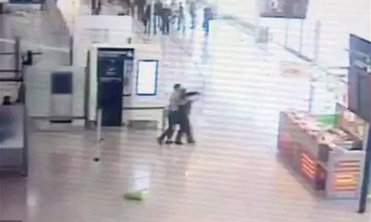 Γαλλία: Βίντεο ντοκουμέντο από την επίθεση στο αεροδρόμιο του Ορλί