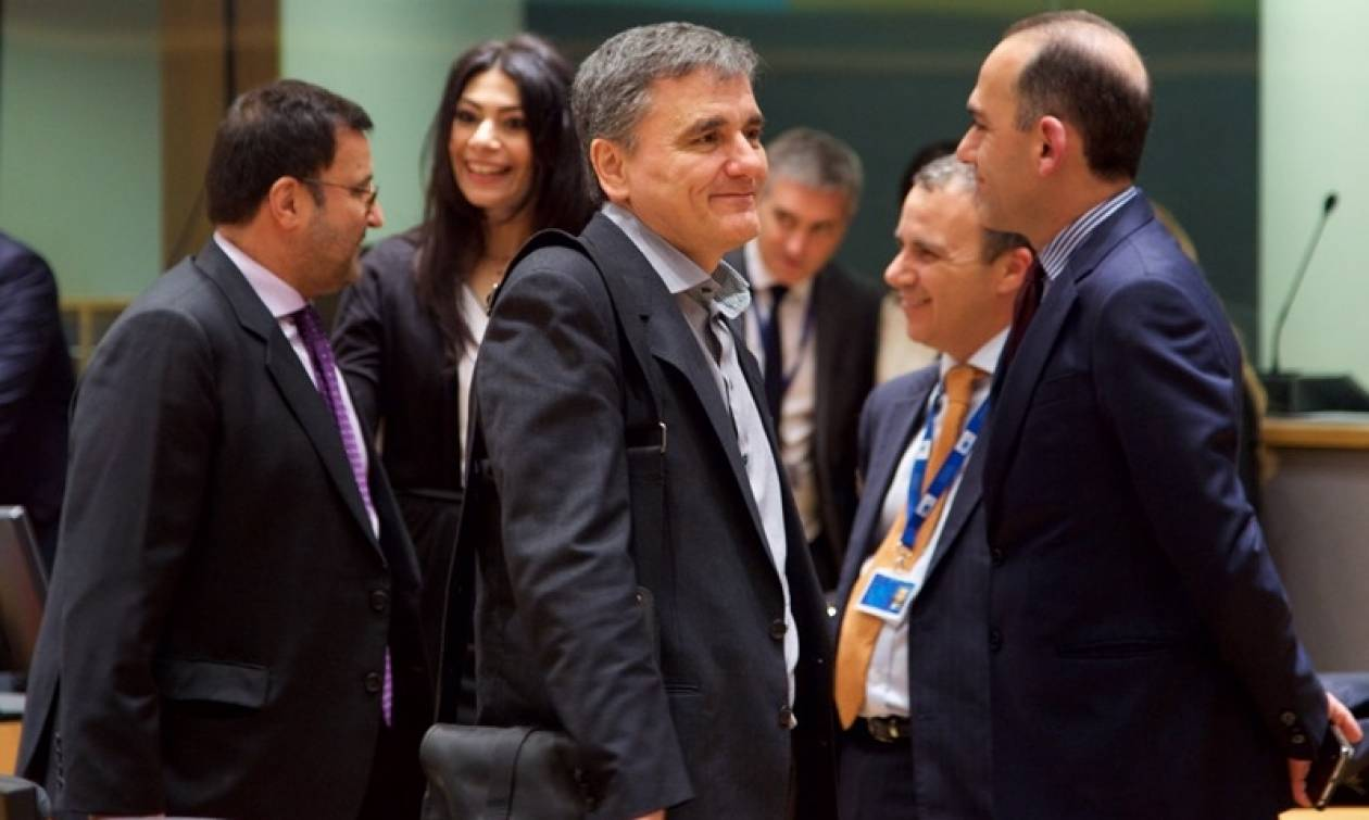 Τσακαλώτος και Αχτσιόγλου παραμένουν στις Βρυξέλλες για διαπραγματεύσεις