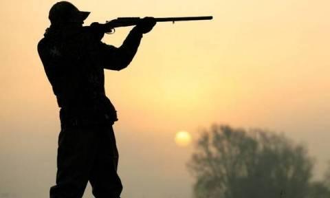 Καταγγελία: Κυνηγοί απείλησαν να σκοτώσουν πολίτη – Μπήκαν στην αυλή του