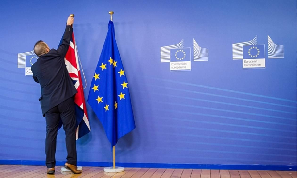 «Πυρετός» στην ΕΕ ενόψει Brexit: Σύνοδος ηγετών για υιοθέτηση κοινής θέσης