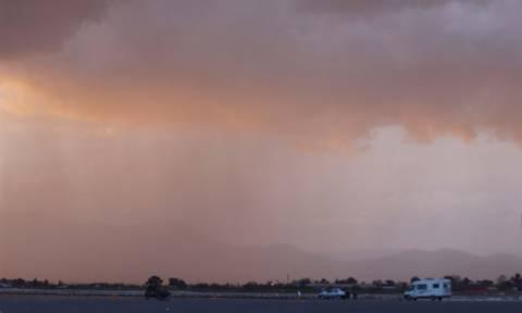 Καιρός σήμερα: Ζεστή, βροχερή και με… σκόνη η Τετάρτη (pics)