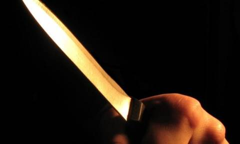 Απίστευτο έγκλημα: Μαχαίρωσε μητέρα 4 παιδιών επειδή χαιρέτησε άντρα που ήθελε εκείνη...