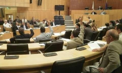 Έντονη συζήτηση και αποχώρηση για το ενωτικό δημοψήφισμα – Διαμαρτύρονται για μια ψήφο του ΑΚΕΛ