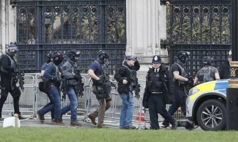 Συναγερμός στο Λονδίνο: Τρομοκρατική επίθεση με δυο νεκρούς στο βρετανικό Κοινοβούλιο (Live)