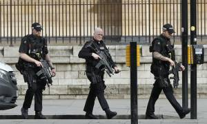 Τρομοκρατική επίθεση Λονδίνο: Φυγαδεύτηκε η Τερέζα Μέι από τη βρετανική Βουλή