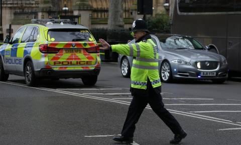 Επίθεση στο Λονδίνο: Η στιγμή που εκκενώνεται το βρετανικό κοινοβούλιο (video)