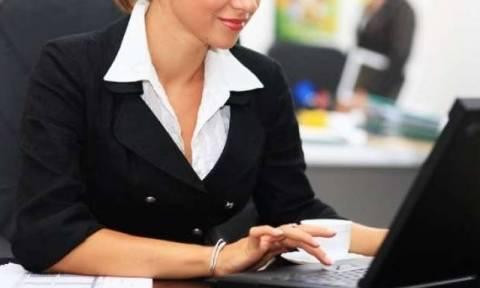 Ρεζιλίκια στο Τελωνείο: Η σύζυγος μπούκαρε στο γραφείο για τα... βαθιά ντεκολτέ της ιδιαιτέρας