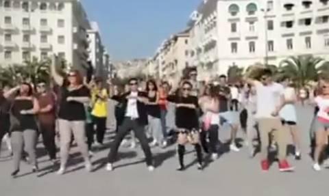 Θα κλάψετε από τα γέλια: Ο Τσανγκ από το Survivor χορεύει Gangnam Style στους δρόμους