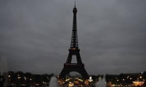 Επίθεση Λονδίνο – Έσβησαν τα φώτα στον Πύργο του Άιφελ