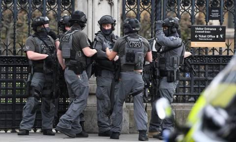 Επίθεση Λονδίνο: Το Ισλαμικό Κράτος ανέλαβε την ευθύνη για το τρομοκρατικό χτύπημα (Pics+Vids)